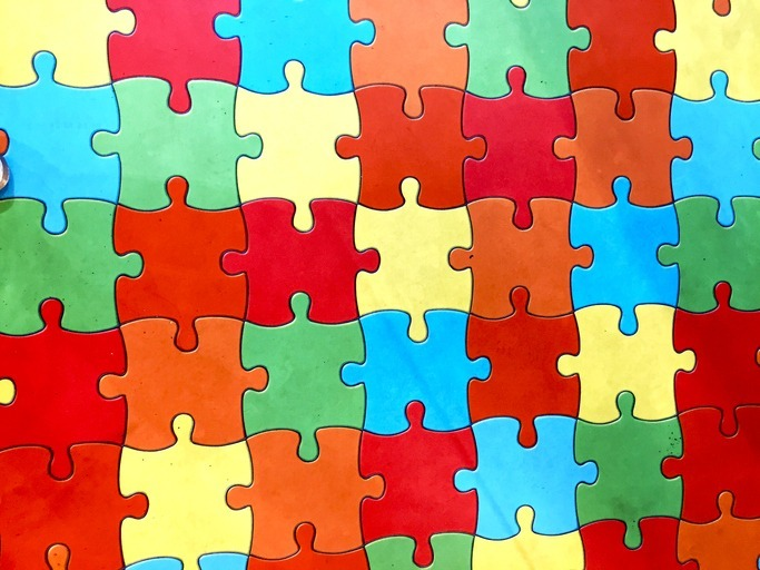 healthcare marketing strategy puzzle pieces